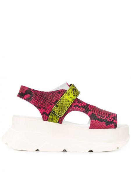 Różowe sandały skorzane na koturnie Joshua Sanders