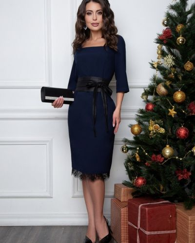 Кружевное платье тюльпан новогоднее с вырезом Belluche