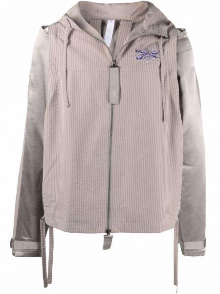 Серая куртка с нашивками на шнуровке Reebok