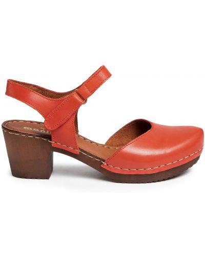 Босоножки на каблуке - красные Manitu