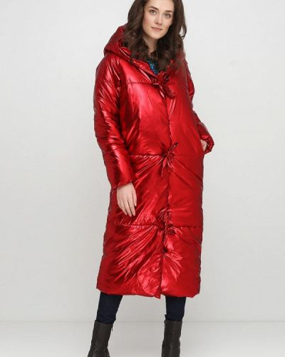 Зимняя куртка весенняя утепленная Escena