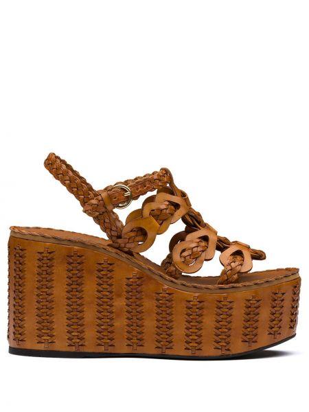 Sandały na koturnie skórzany z klamrami Prada