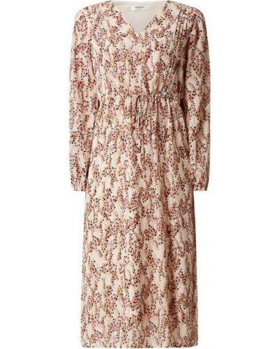 Biała sukienka rozkloszowana z długimi rękawami Moss Copenhagen