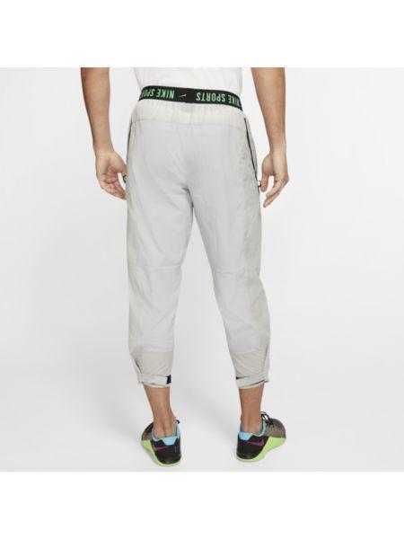 Spodnie na gumce z kieszeniami z mankietami Nike