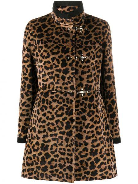 С рукавами коричневое пальто с воротником на пуговицах Fay