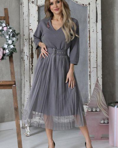 Нарядное с рукавами трикотажное платье Wisell