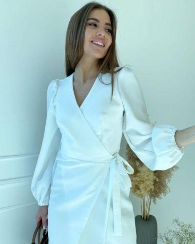 Белое платье с запахом из крепа G&m