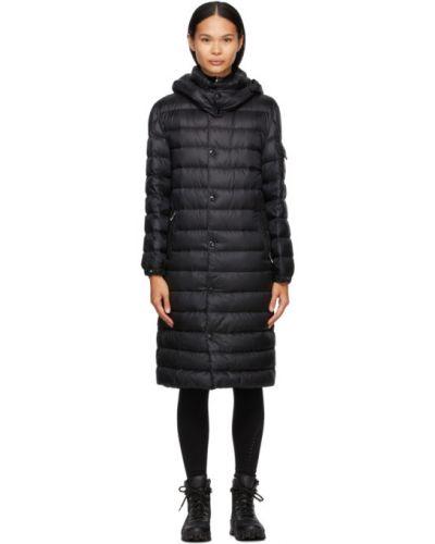 Черное пуховое длинное пальто с капюшоном Moncler
