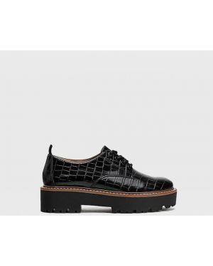 Туфли черные на шнуровке Stradivarius
