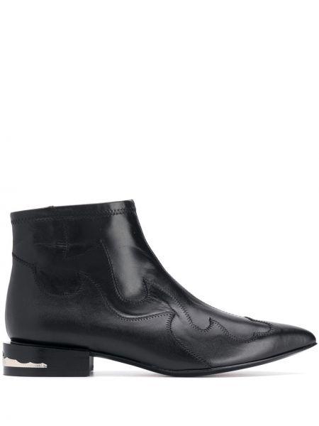 Buty na obcasie na pięcie z ostrym nosem Toga Pulla