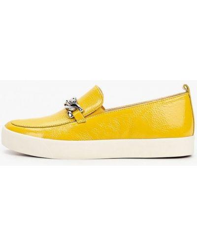 Лаковые кожаные желтые слипоны Caprice
