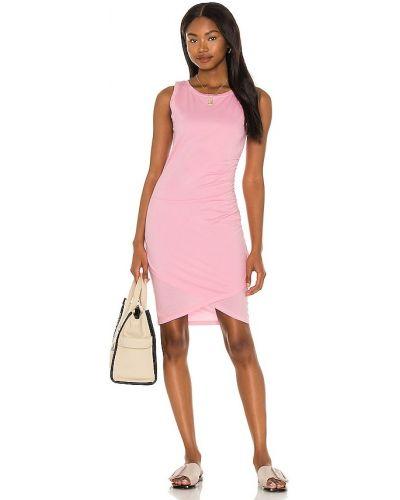 Трикотажное розовое платье с оборками Bobi