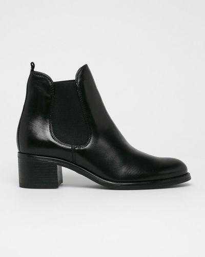 Кожаные сапоги на каблуке на каблуке Tamaris