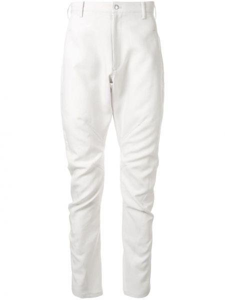 Białe spodnie z paskiem zapinane na guziki Sulvam