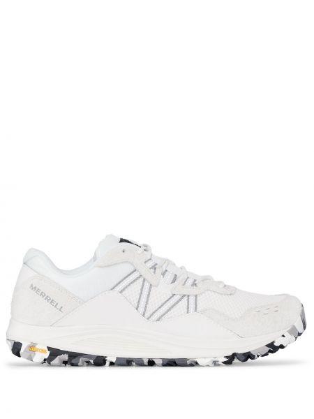 Białe sneakersy zamszowe Merrell