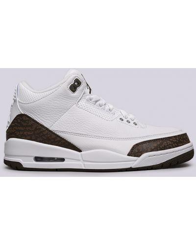 Белые кроссовки Jordan