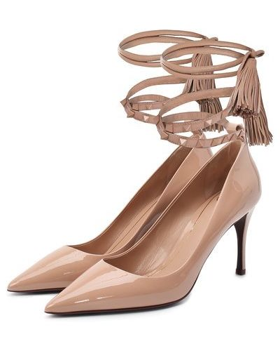 Кожаные бежевые туфли с шипами Valentino