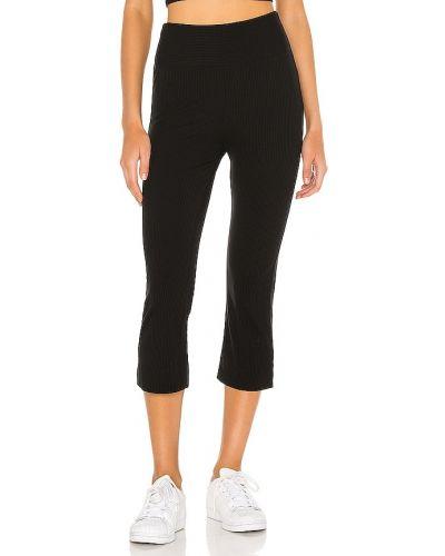 Markowe czarny włókienniczy spodnie capri Year Of Ours