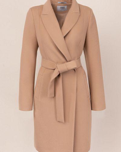 Бежевое шерстяное пальто с воротником каляев
