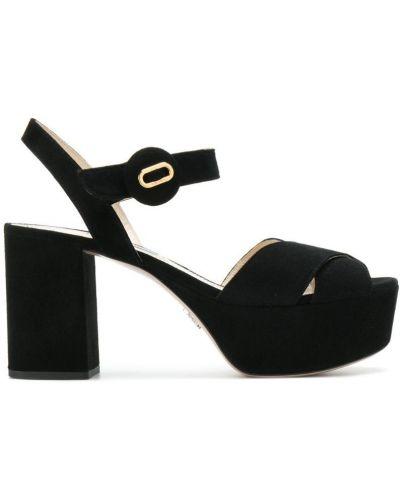 Сандалии на шнуровке кожаный Prada