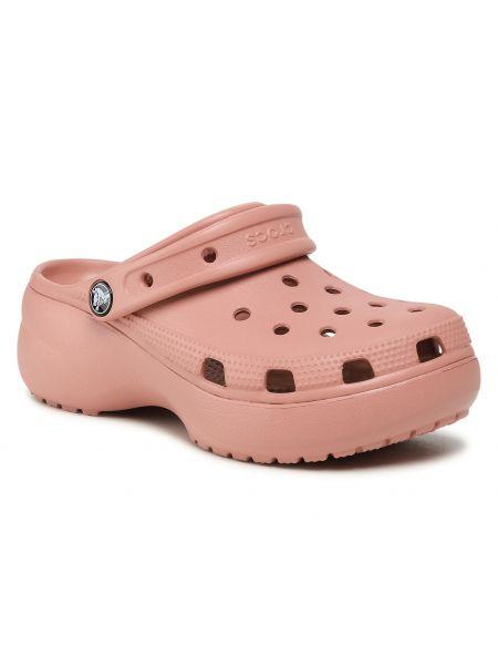 Różowe chodaki na koturnie Crocs