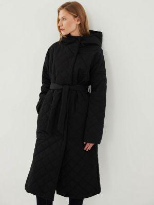 Черное пальто утепленное Zarina