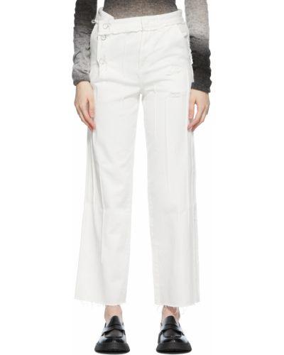 Białe jeansy z haftem z paskiem Ader Error
