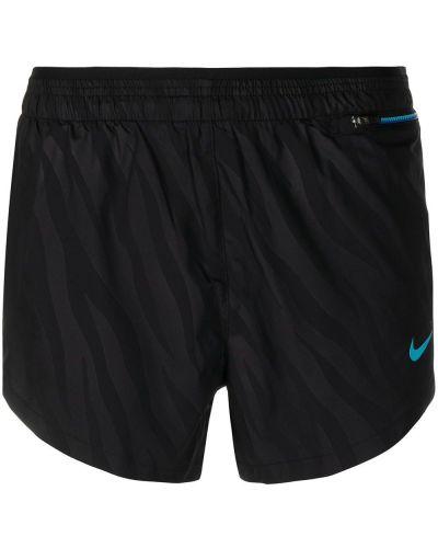 Czarne szorty z printem Nike