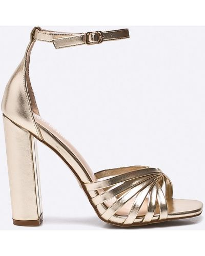 Туфли на каблуке золотого цвета Public Desire