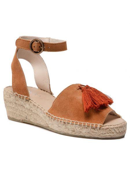 Brązowe sandały na lato Badura