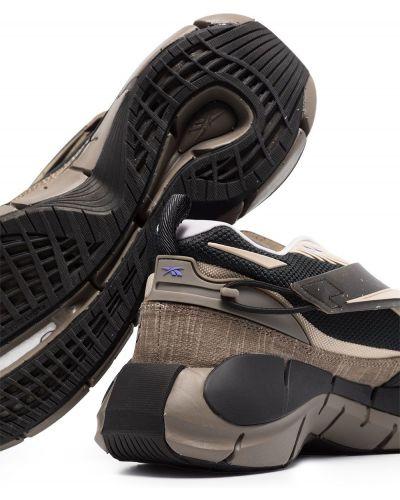 Коричневые массивные кроссовки Reebok