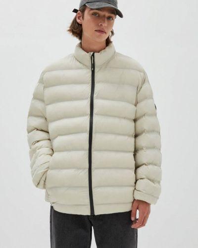 Бежевая куртка утепленная Pull&bear