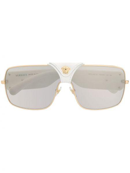 Золотистые прямые белые солнцезащитные очки металлические Versace Eyewear