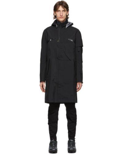 Czarny płaszcz z kapturem z długimi rękawami Acronym