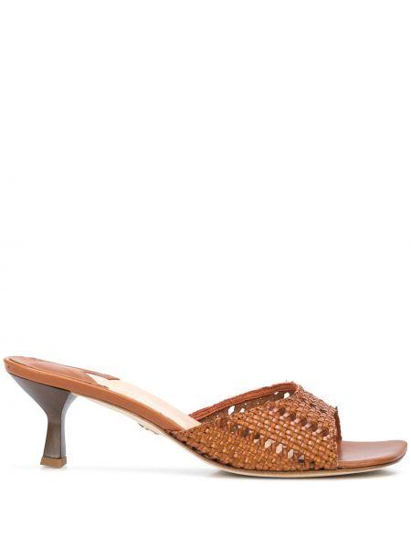 Кожаные коричневые мюли на каблуке квадратные Brother Vellies