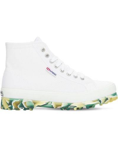 Хлопковые белые высокие кеды на шнуровке Superga