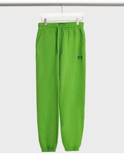 Зеленые спортивные брюки Mackage