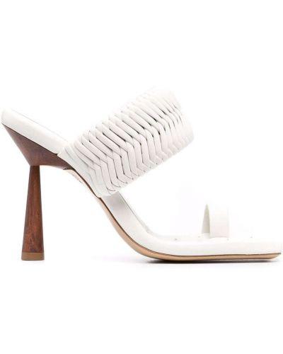 Босоножки на каблуке - белые Gia Couture