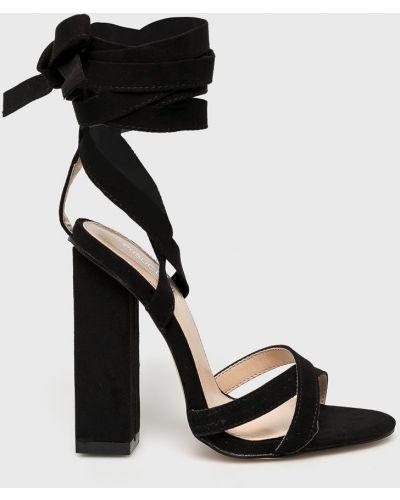 Туфли на каблуке на шнуровке черные Public Desire