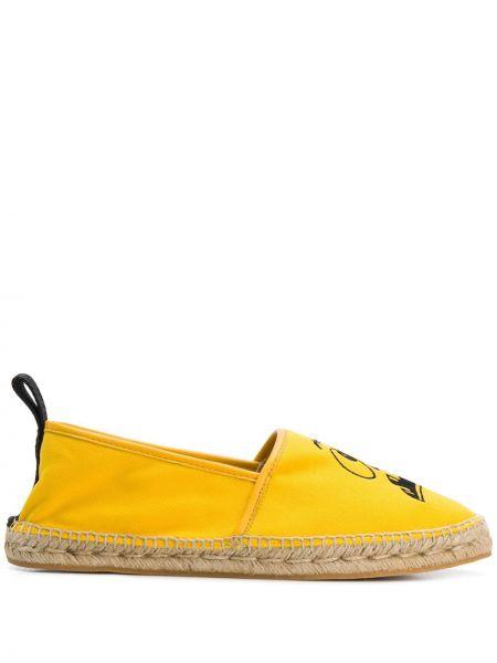 Żółte espadryle z haftem Moschino