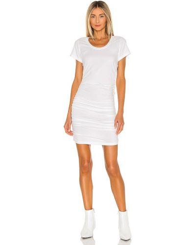 Трикотажное белое платье с оборками Bobi