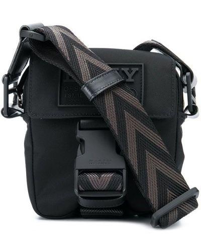 С ремешком брендовая черная сумка на плечо Bally