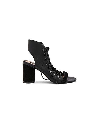 Босоножки на каблуке на шнуровке замшевые Jaggar
