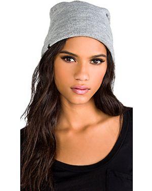 Серая вязаная шапка Plush