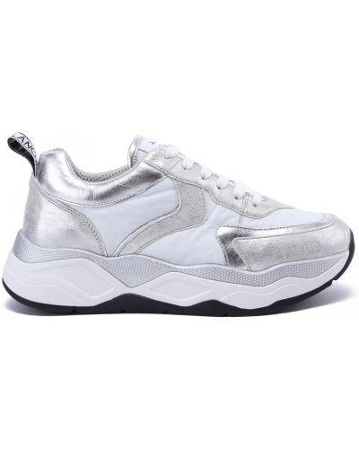Серебряные кожаные кроссовки на шнуровке Voile Blanche