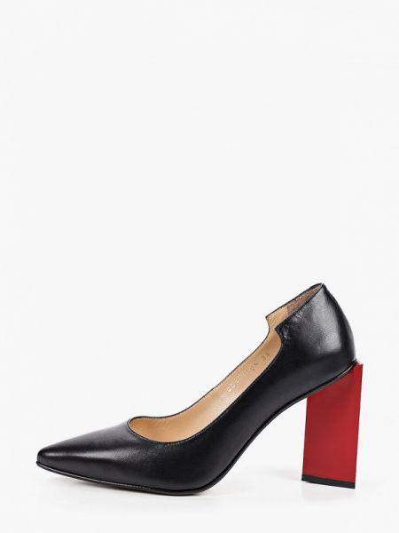 Черные кожаные туфли закрытые из натуральной кожи Marco Bonne