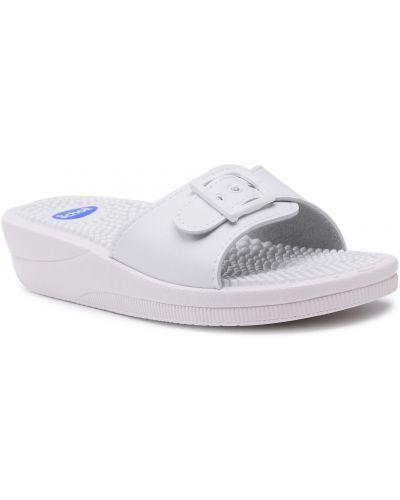 Białe sandały na lato Scholl