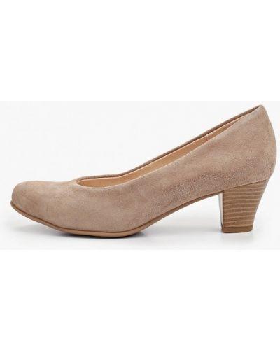 Велюровые бежевые туфли закрытые Caprice