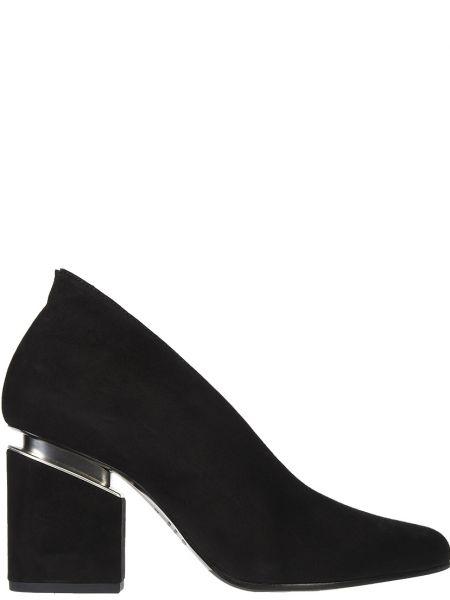 Кожаные туфли на каблуке замшевые Vic Matie