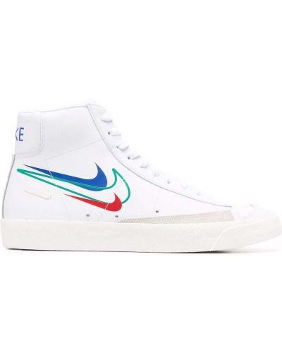 Белые кеды с перфорацией Nike